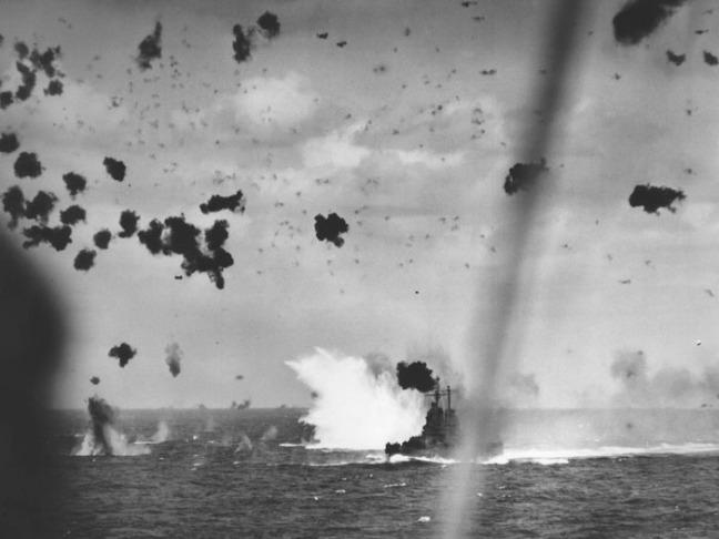 1945_04_11_1411_cl-65_kamikaze_splash_4x3_700x